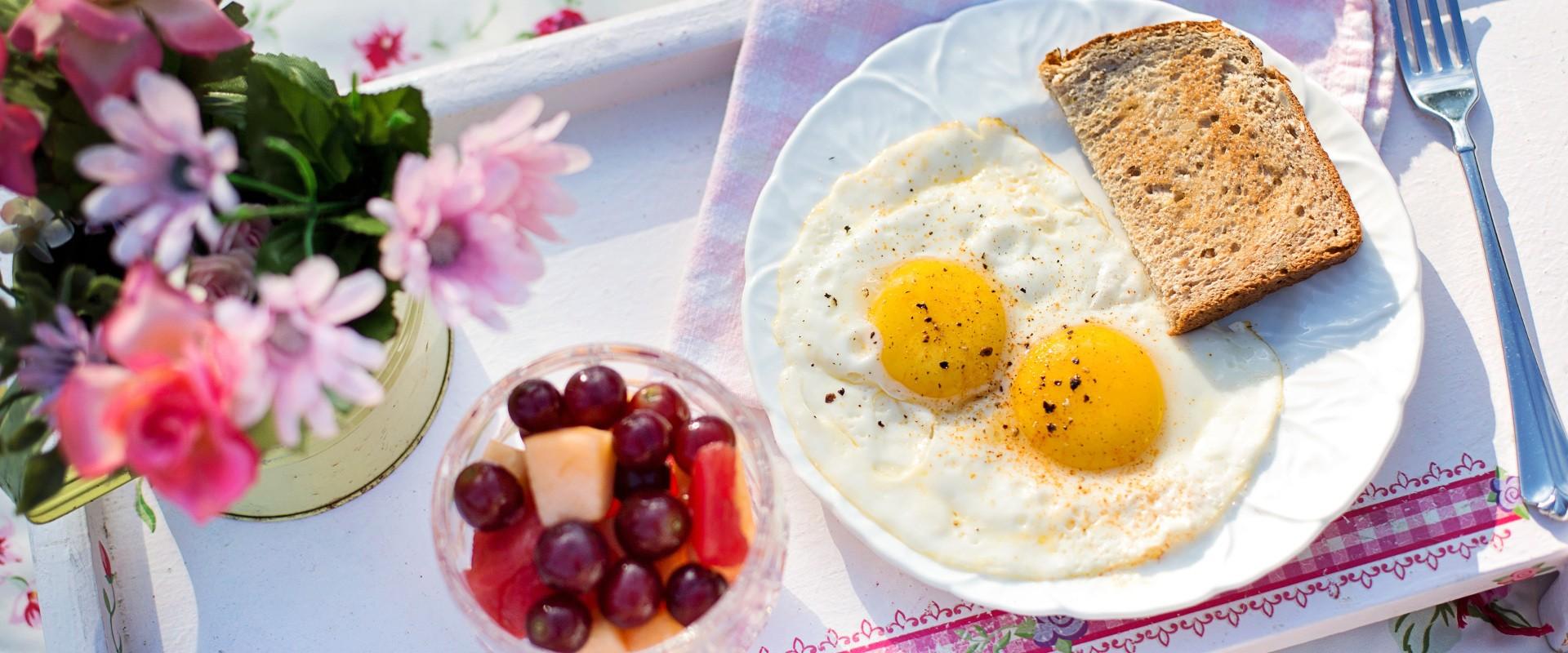 Foto: Frühstück mit Spiegeleiern