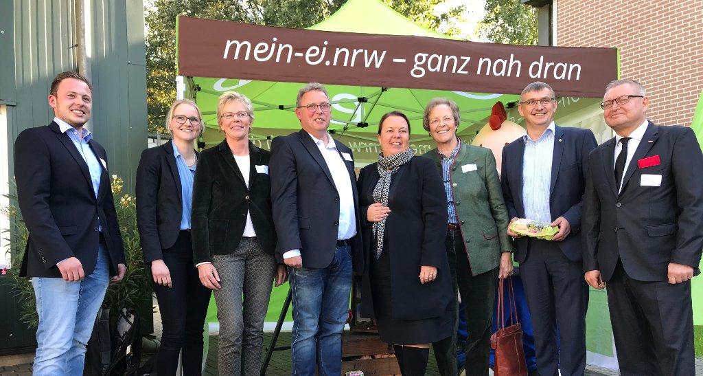Foto: NRW-Landwirtschaftsministerin Ursula Heinen-Esser auf dem Vriesen-Hof in Bocholt (Foto: Jörg Meyer/jumpr.com)