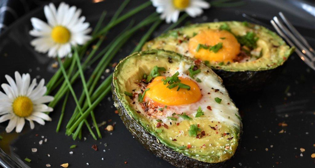 Foto: Avocado mit Ei (Copyright: RitaE - pixabay.com)